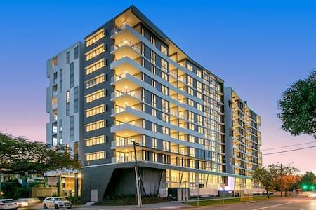 Unbeatable Value - City Views & Rooftop Pool. - Coorparoo - 公寓