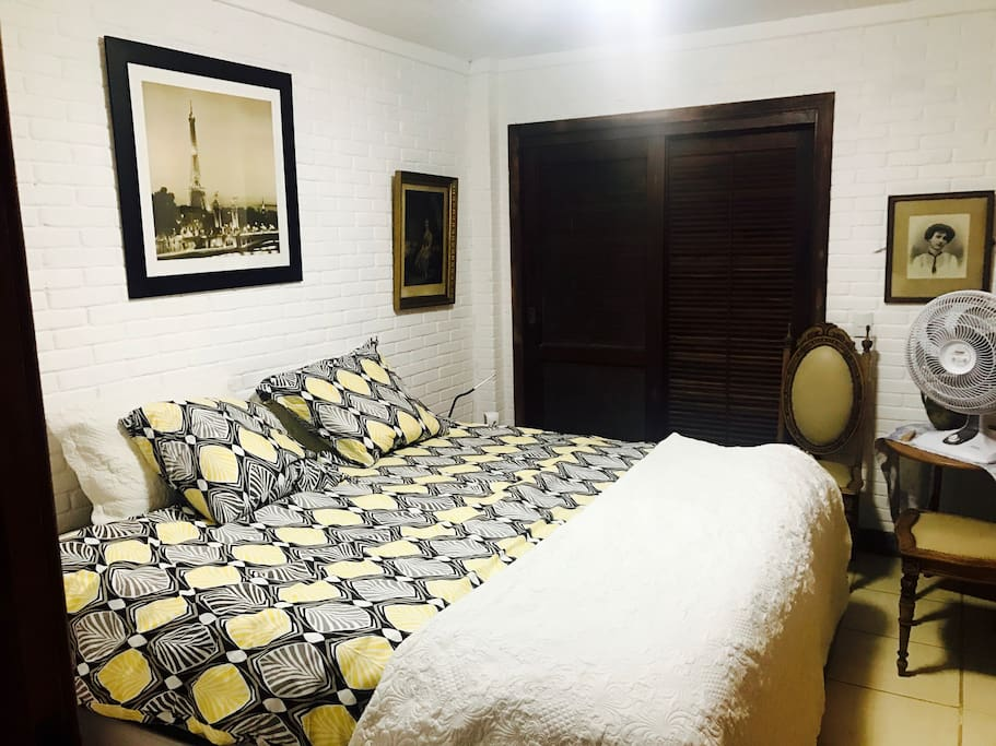 Corcovado suite's bedroom (king size bed) - modern Ikea, XVIII and XIX centuries european decoration