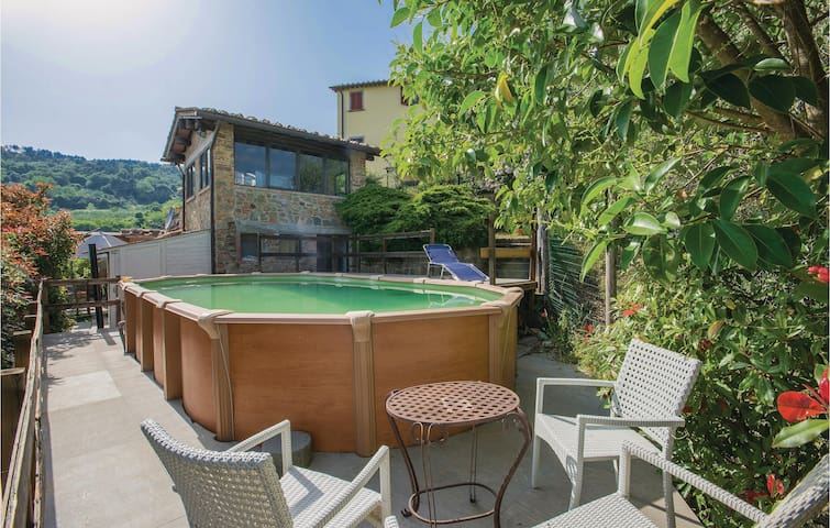 Holiday cottage with 1 bedroom on 55m² in Pescia -PT-