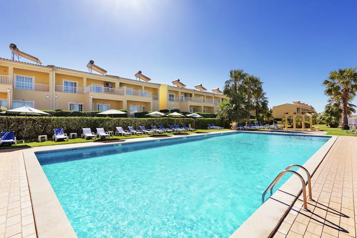 Appartement moderne à Pêra avec piscine