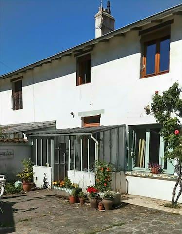 Chambre dans une maison avec jardin - Bourg-en-Bresse - 獨棟