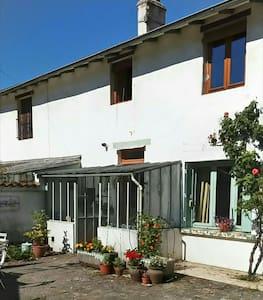 Chambre dans une maison avec jardin - Bourg-en-Bresse - Hus