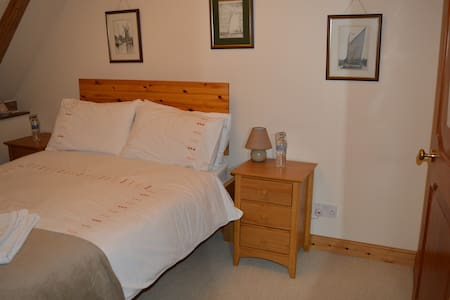 Cotenham Barn - Our Double Room - Panxworth - B&B