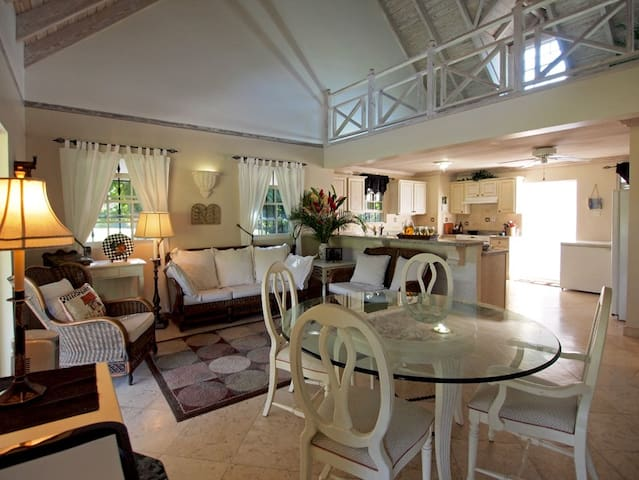 Beautiful 2 bed. Cottage on Sandy Lane Golf Course