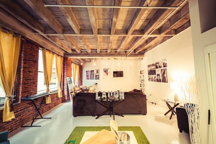 Bohemian Style 1 Bdrm DTLA Loft | Rooftop Pool!