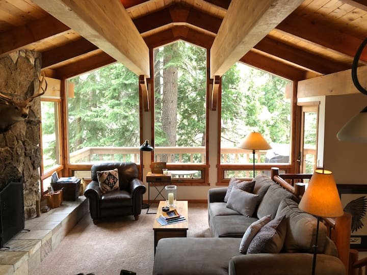 Beautiful Tahoe cabin in the trees