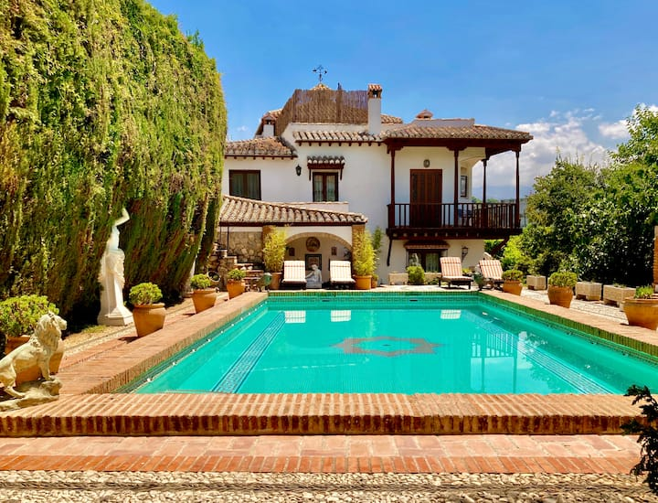 Stunning mansion with Alhambra views and pool