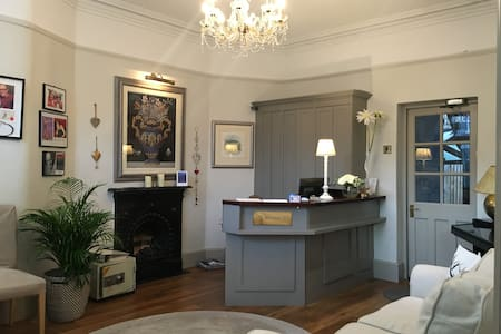 Chase Lodge Hotel- Single Room - Hampton Wick