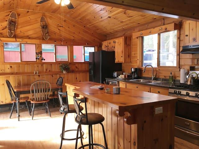 Wintergreen Cabin - Great Location!  Cozy & Quiet