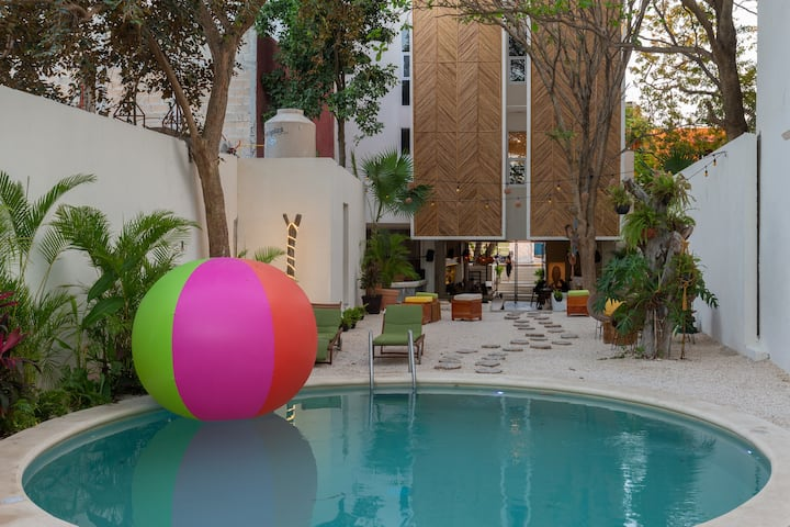 Private queen room+Tulum Down Town+ High WIFI
