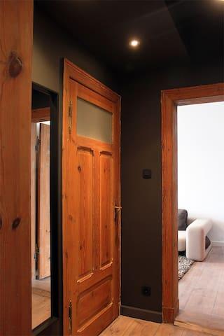 Wygody przedsionek z dużym lustrem / Comfortable hall with large mirror