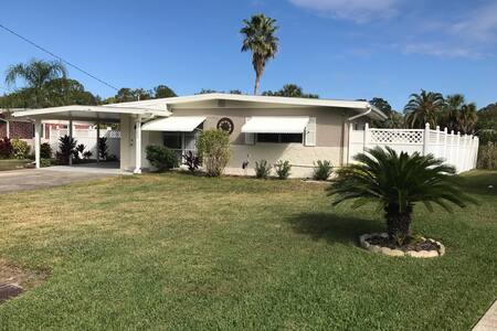 Florida Bungalow - Home Away from Home