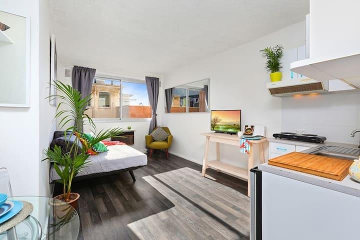 Small Modern Potts Point Studio - Sydney City