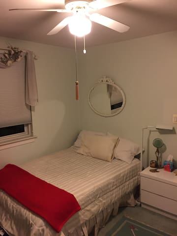 2BD Garden Apt. Queens. Express bus to NYC - Queens - Daire