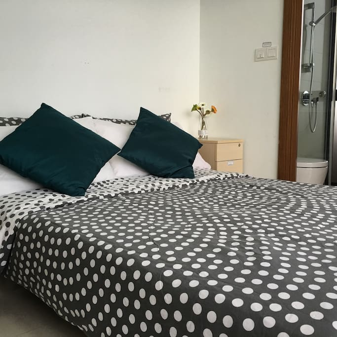 Double bed, Bothroom