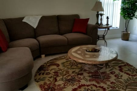 Comfortable Family Home All to Yourself - Winter Springs