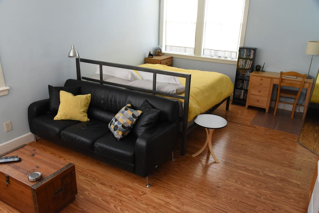 Cozy Studio (1bd/1ba) in Hyde Park – Centrally located, Downtown, SXSW, ACL, UT