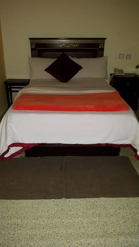 Twin BED near Airport with Breakfast & wifi