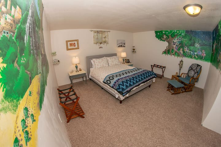 Fairy Room, Spacious Garden-Level Suite, 2.5 acres