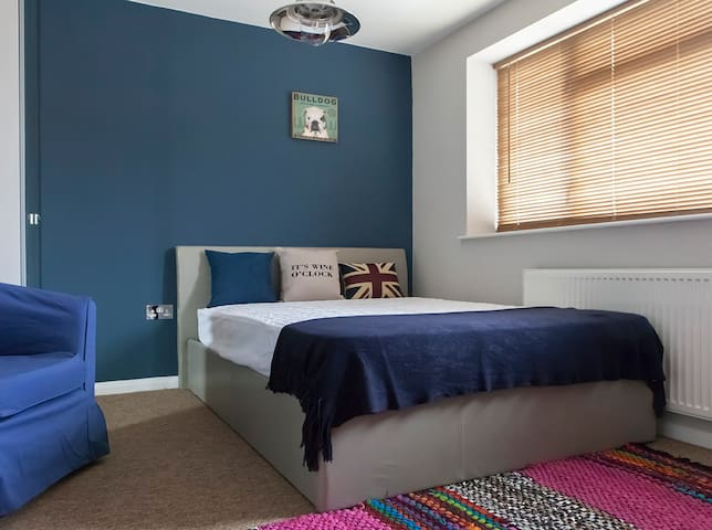 En Suite Room in Modern Houseshare - Burnham