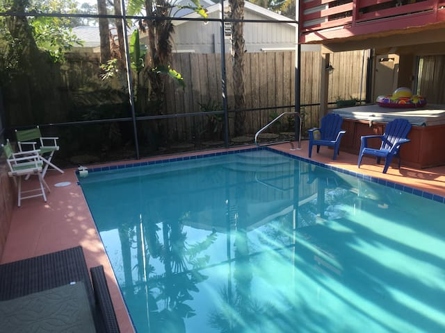 Spacious Siesta Key Rental w/Pool, walk to Beach! - Siesta Key - House