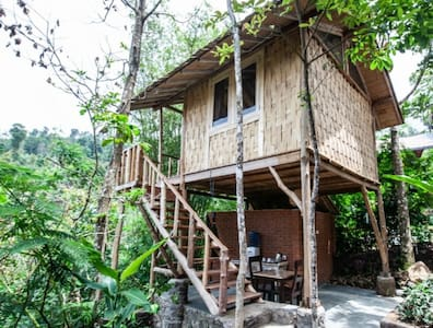 Gumi Ayu Treehouse & Spa-waterfall & valley view