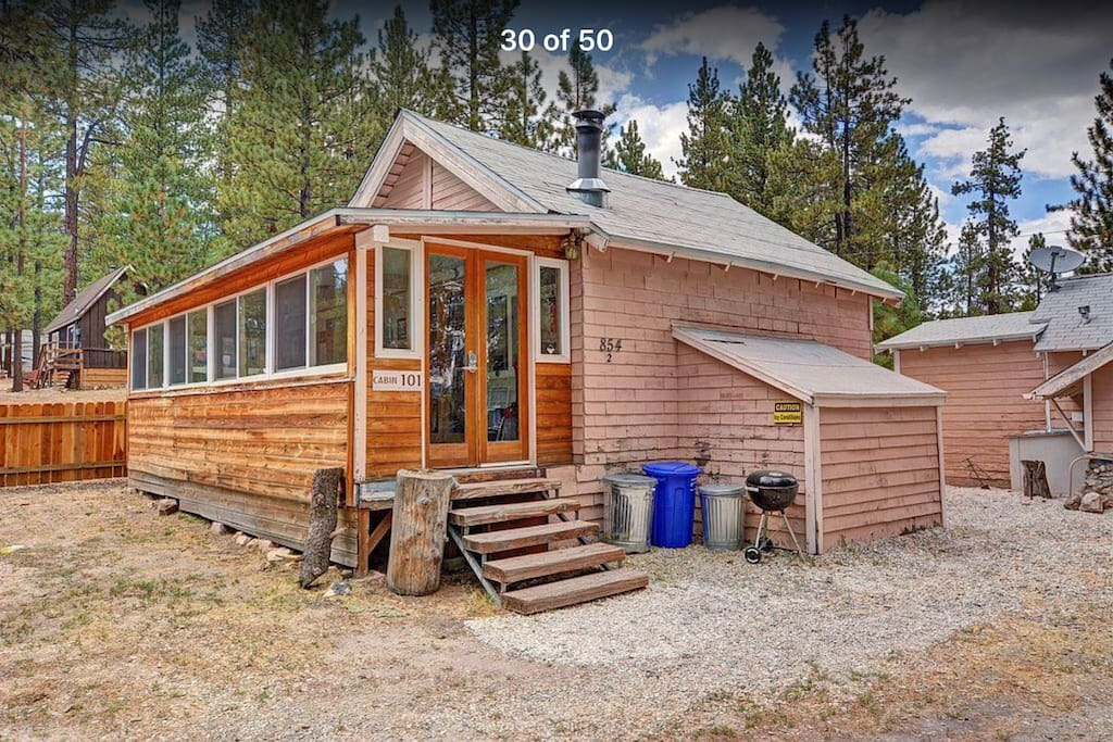 Cozy remodeled studio walk to the lake cabins for rent for Cabins for rent big bear ca