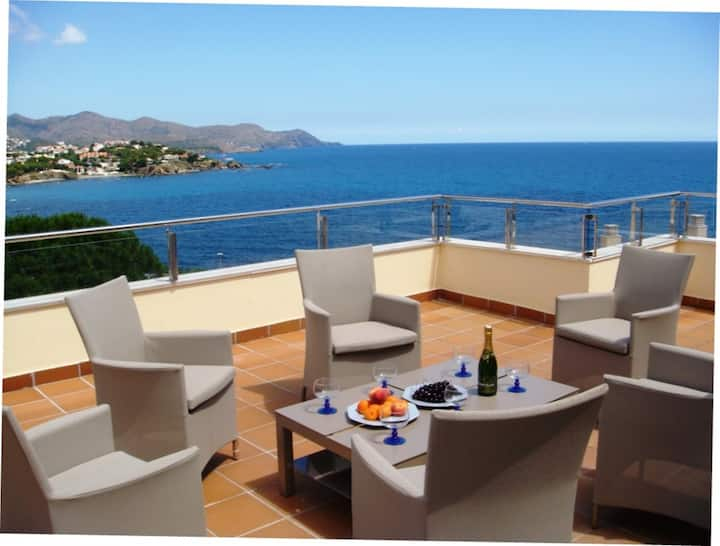 057 Apartment to rent spectacular sea views with a large terrace and communal pool
