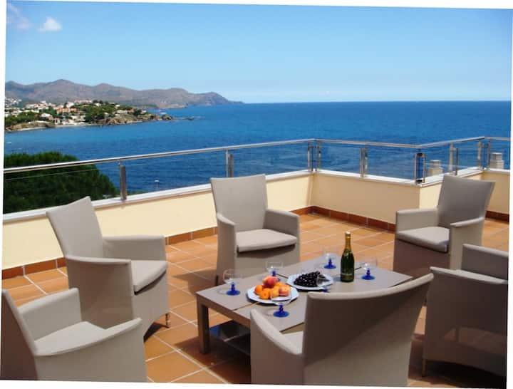 057 Location Appartement vue mer imprenable avec grande terrasse et piscine communautaire