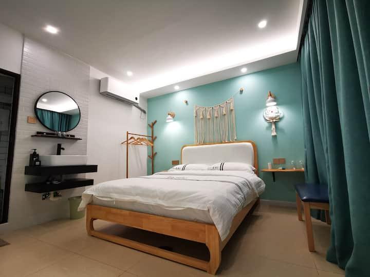 北欧简约风一室一卫大床阳光房,30平方喝茶聊天休闲大厅,满2房可接站,近土司城,近清江亲水走廊