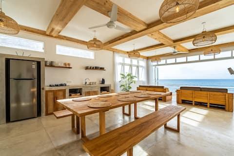 Люкс 3 - Семейный люкс Absolute Beachfront с 2 кроватями