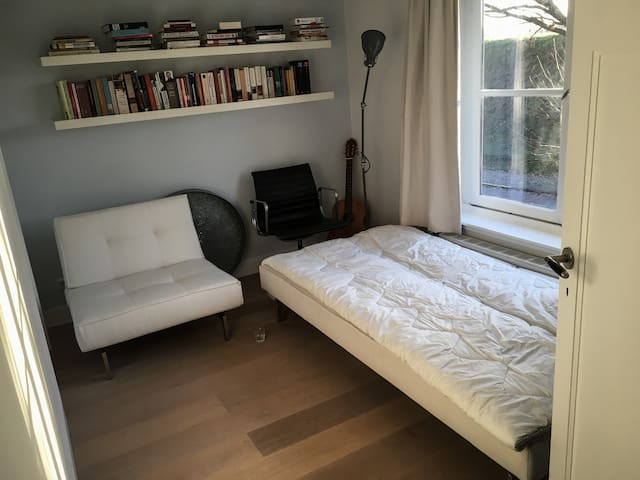 1st floor, the small guestroom at the front of the house, the sofa that folds out as a bed (120cm). Perfect for couples that still love eachother.