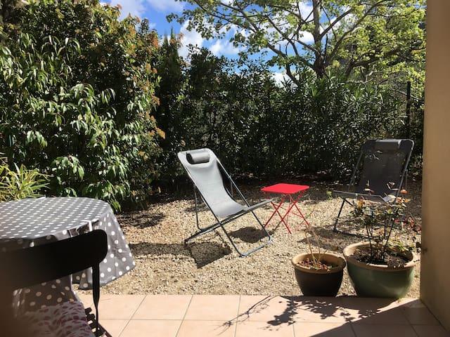Appart climatisé jardin parking proche Avignon