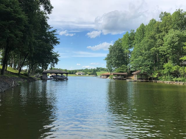 Waterfront retreat w/private dock/hot tub/fire pit