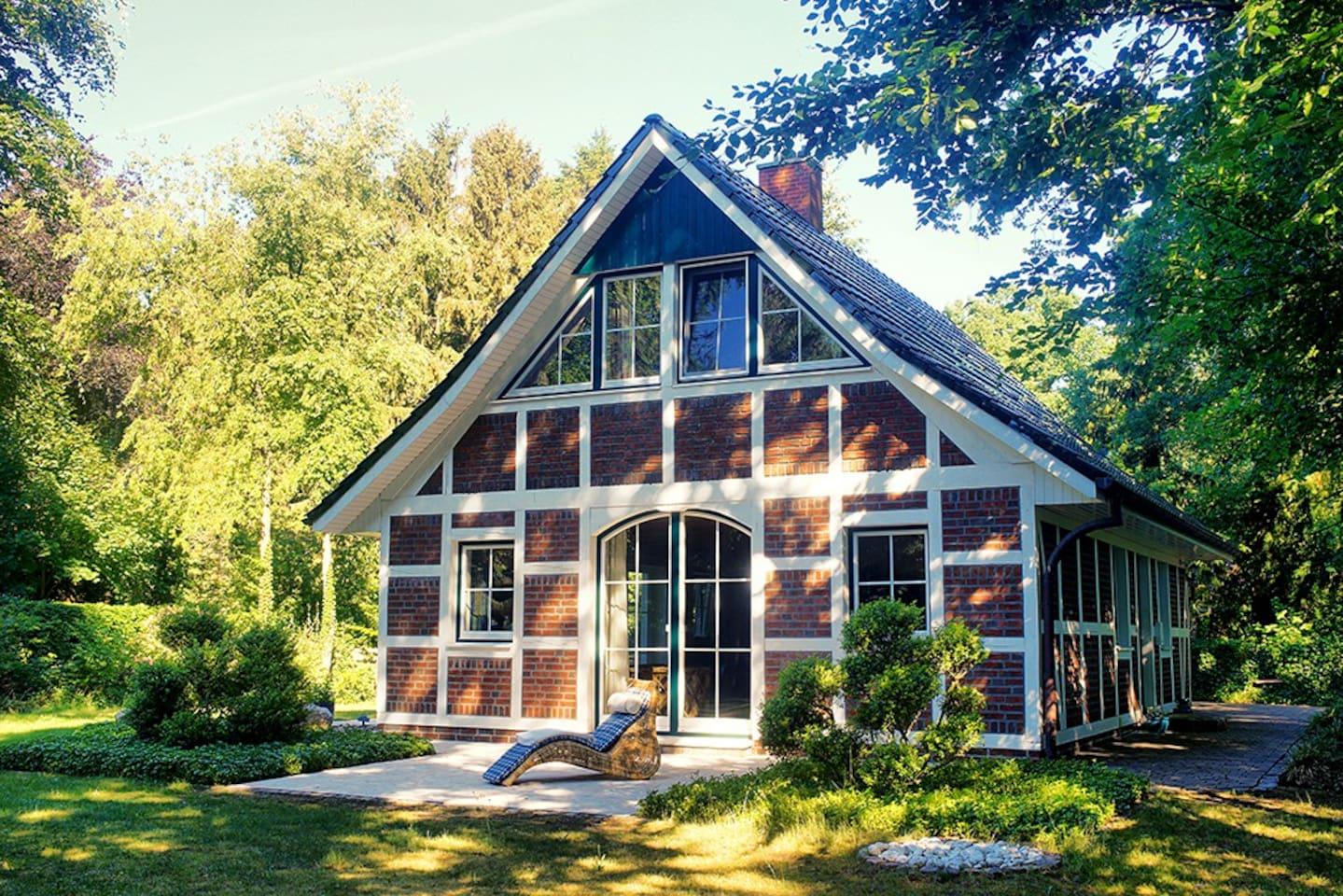 Unser liebevoll gepflegtes Haus im grünen Garten