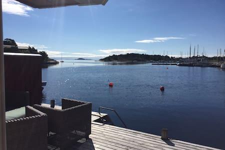 Sjønært med tilgang til privat brygge - Kristiansand - Hus