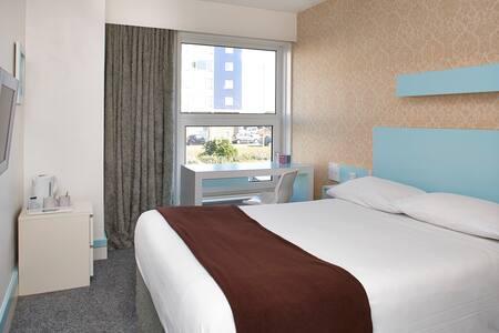 Big Sleep Hotel Eastbourne - Eastbourne - Bed & Breakfast