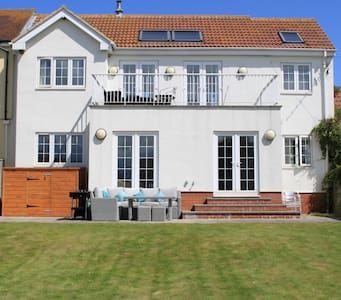 A Luxury 4 bedroom beach house - Beadnell