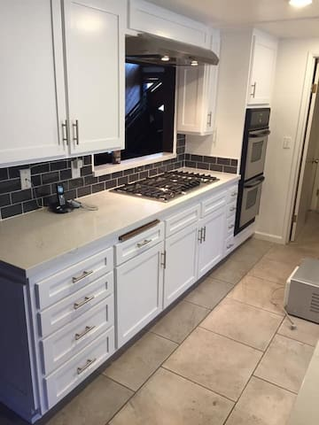 Brand new kitchen as of December 2018