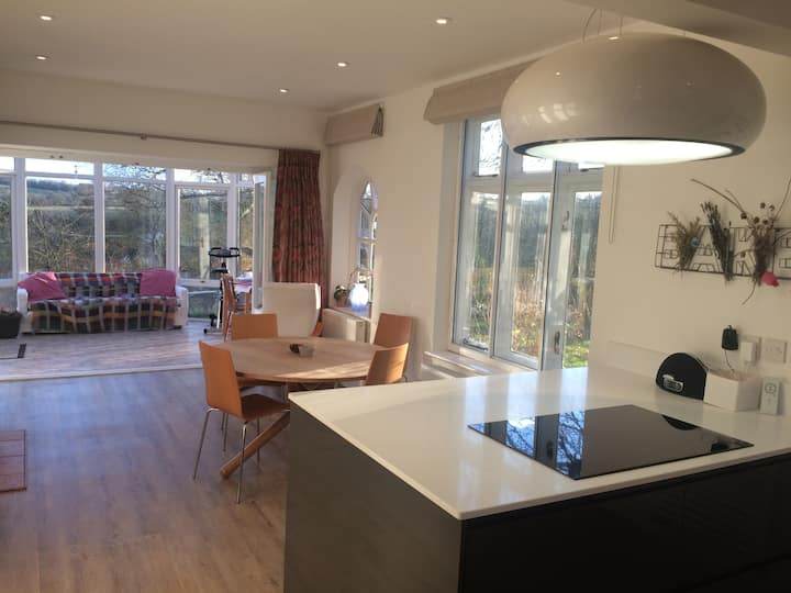 Space, light, views! Family & dog friendly home