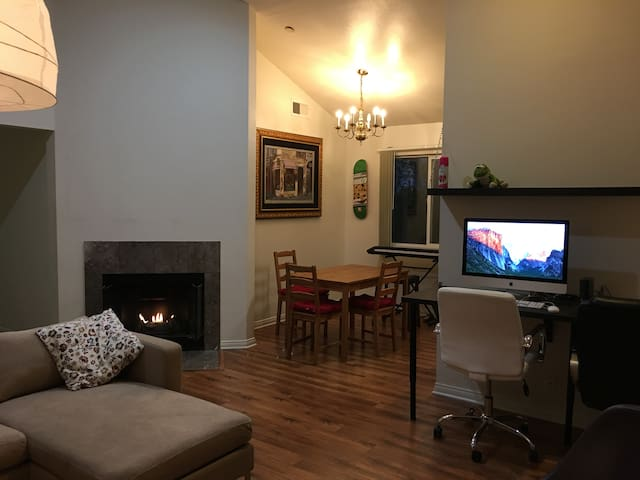 (A) Private Bedroom in a nice apartment (Burbank)