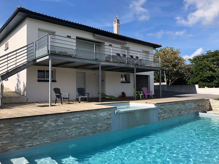 Villa standing piscine jaccuzi proche océan 8pers