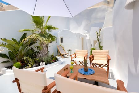 Traditional Cave - Jacuzzi & Garden - 6 persons