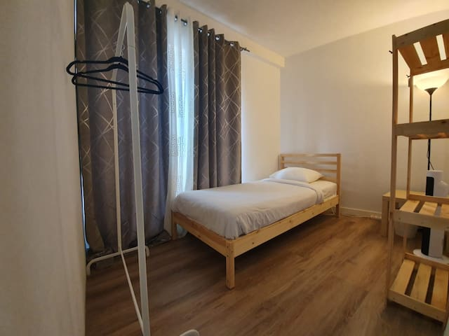 Single Bedroom for a Stopover