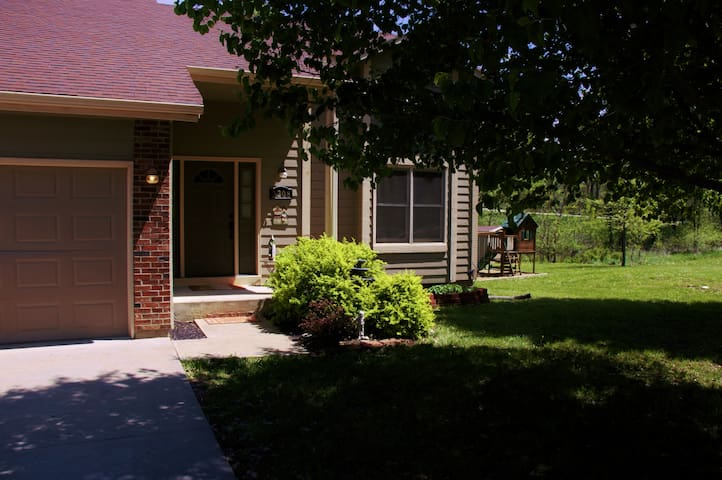 Lovely home near Lake Pamona Kansas - Vassar - Huis