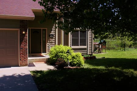 Lovely home near Lake Pamona Kansas - Vassar