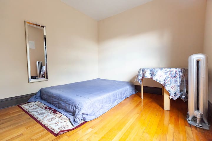 Private, cozy, comfy bedroom in Irving park
