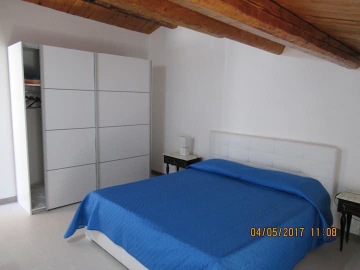 """Tipica Casa siciliana con """"baglio"""" e terrazzo."""