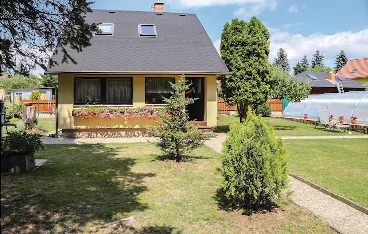 Holiday cottage with 2 bedrooms on 84 m² in Ohrobec