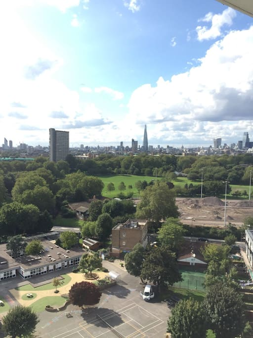 With a huge balcony and such a privileged view, we can see the main London's landmarks. Close to Southwark Park, Overground and Underground station.